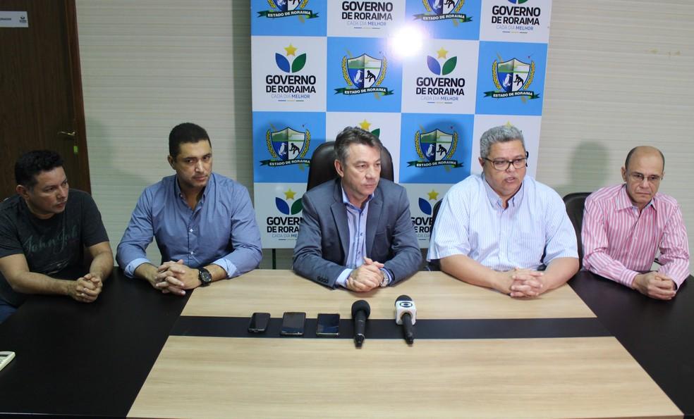 Antônio Denarium e seu vice, Frutuoso Lins, explicam necessidade de novos leitos, mesmo que sejam privados — Foto: Pedro Barbosa/G1 RR