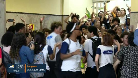 Estudantes e professores do CEFET protestam contra decisão de escolher diretor interino