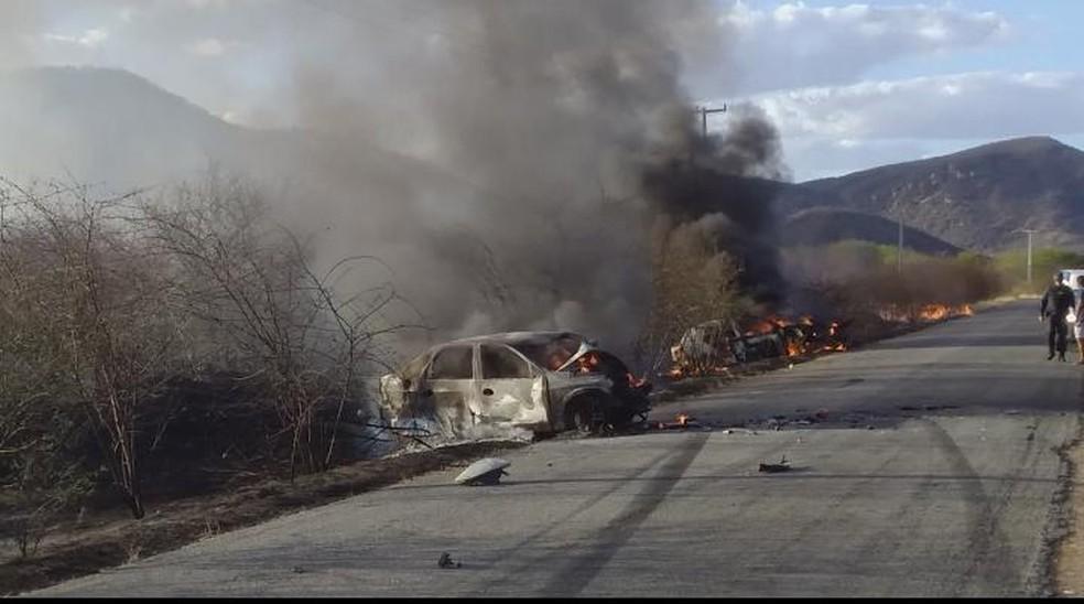 Dois carros bateram de frente na RN-086 entre Parelhas e Equador — Foto: Cedida