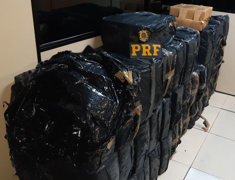 Mais de uma tonelada de maconha foi apreendida em Resende — Foto: Divulgação/PRF