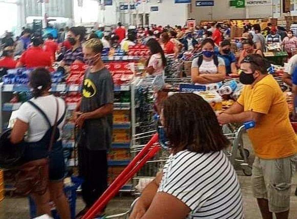 Dezenas de pessoas compareceram à inauguração de supermercado em Parnaíba — Foto: Reprodução