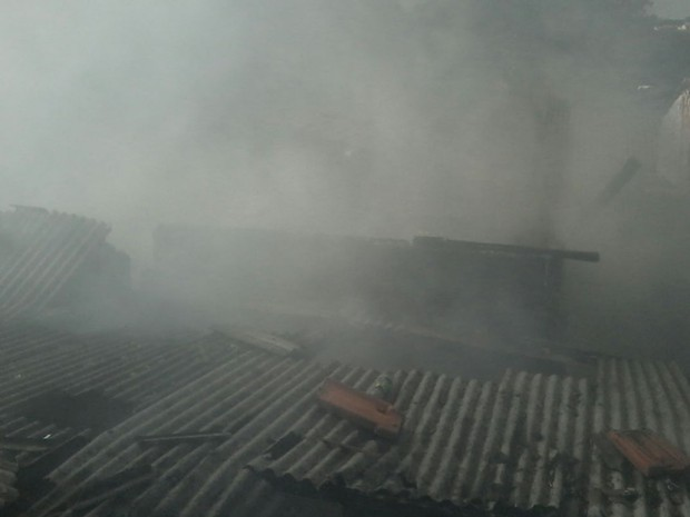 Casas afetadas são ocupadas por 20 desabrigados, diz bombeiro (Foto: Arquivo Pessoal/ Geysa de Freitas)