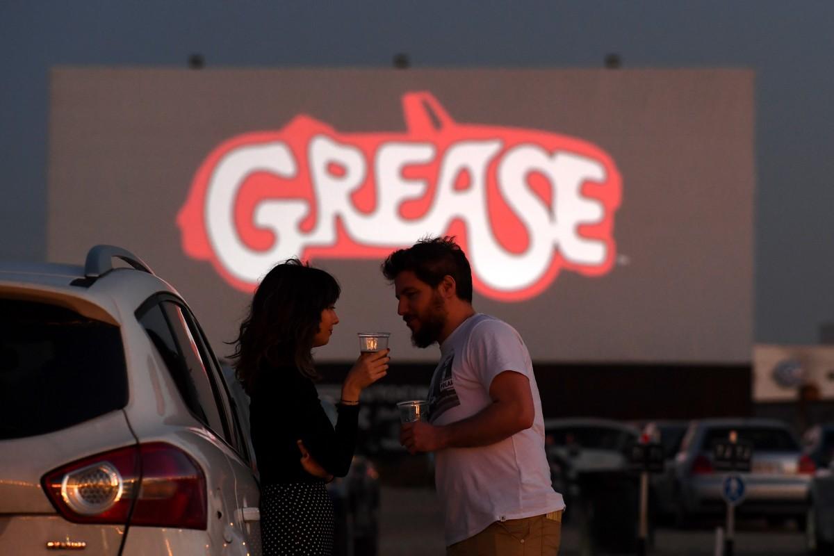 Cinema drive-in de Madri faz estreia com 'Grease: Nos tempos da brilhantina' | Cinema