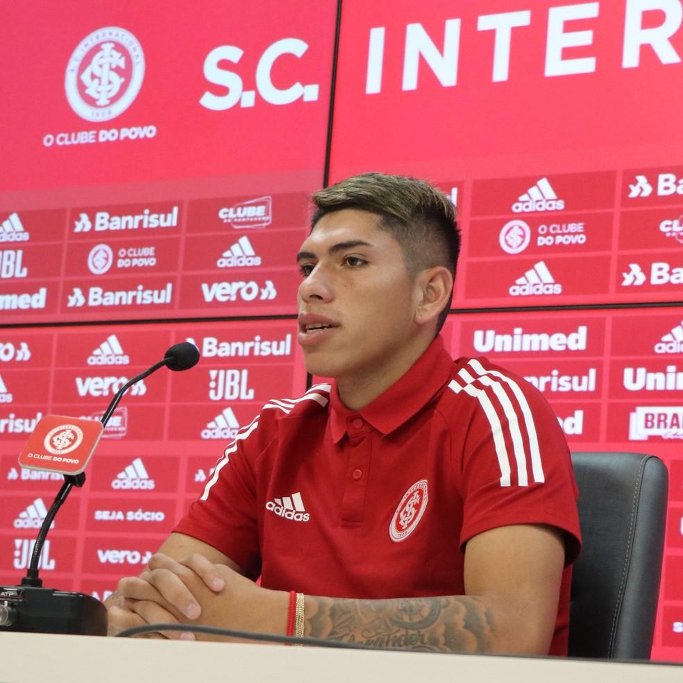 Carlos Palacios é apresentado como reforço do Inter — Foto: Ricardo Duarte/Divulgação Inter
