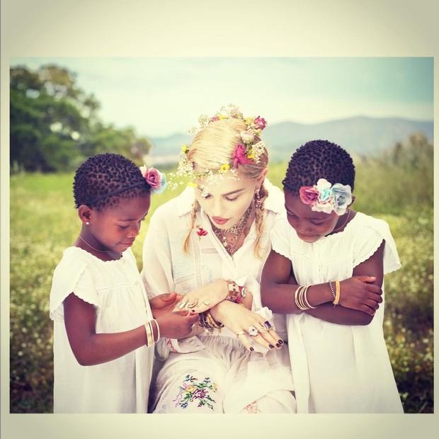 Madonna e as gêmeas (Foto: Reprodução/Instagram)