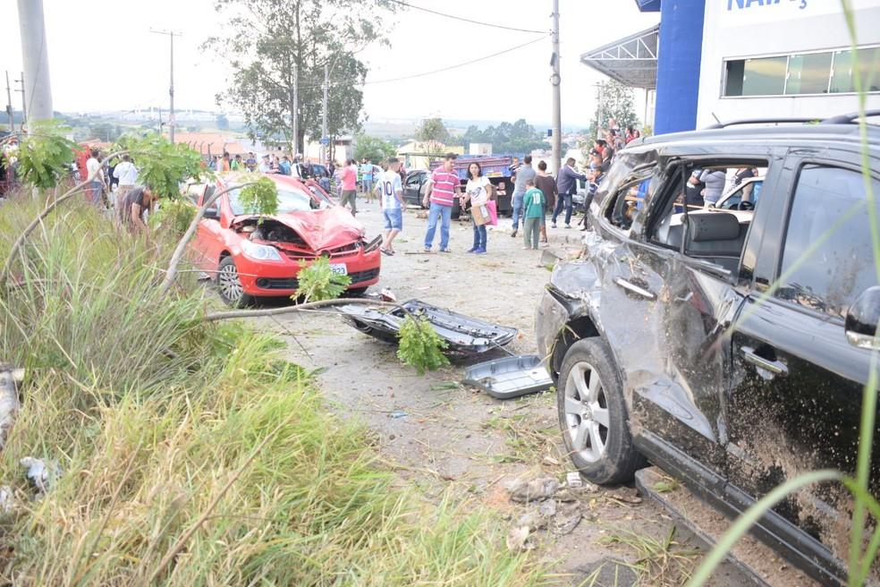 Carros se envolveram em acidentes no fim da tarde deste sábado em Sorocaba (SP) (Foto: Julio Leite/Arquivo Pessoal)