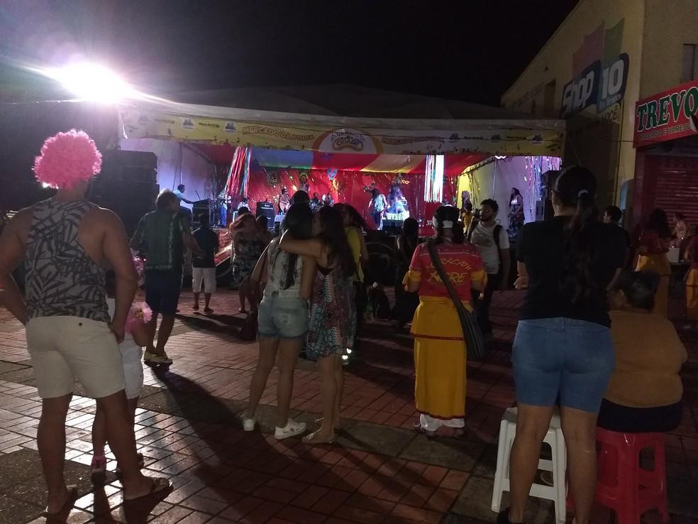 Justiça determinou que menores de 16 anos podem ficar até às 23 horas nas festas de carnaval — Foto: Aline Nascimento/G1