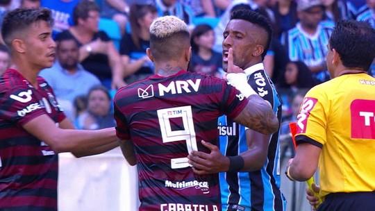 Expulso, Gabigol provoca torcida do Grêmio, faz referência à goleada do Flamengo e conta até cinco