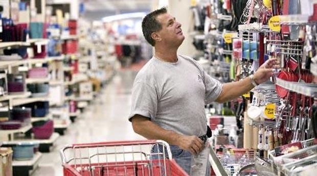 Consumidor em supermercado: confiança aumentou (Foto: Photopin)