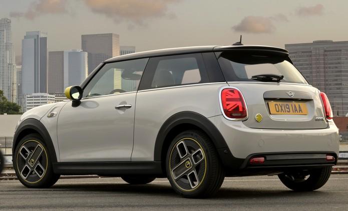Cooper SE tem detalhes exclusivos, como as rodas — Foto: Divulgação/Mini