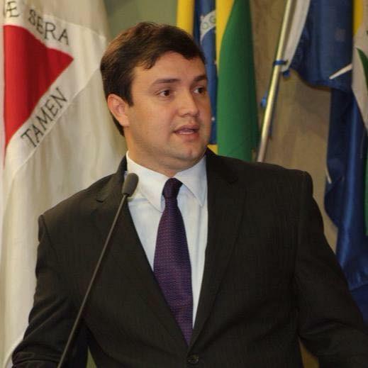 Vereador Juliano Modesto é liberado de delegacia após denúncia da esposa por agressão em Uberlândia