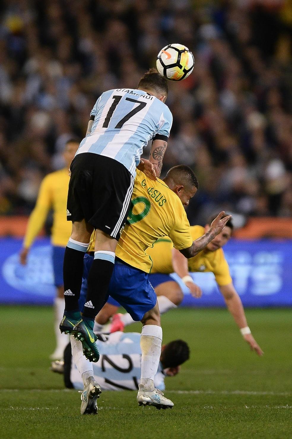 Gabriel Jesus foi atingido no rosto por Otamendi nos minutos finais de Brasil x Argentina (Foto: Pedro Martins / MoWA Press)