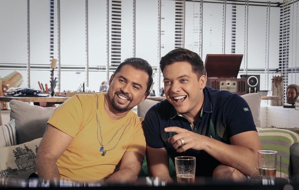 Xand, do Aviões do forró (à esq.), e Wesley Safadão durante as gravações do clipe de 'Eu e a torcida do Brasil' (Foto: Divulgação)
