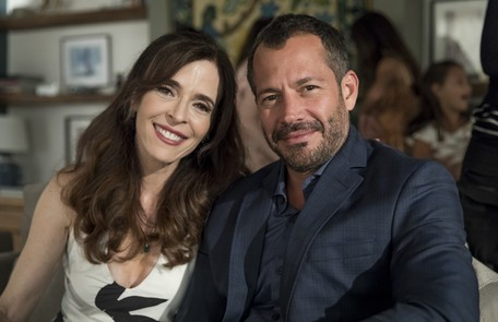 Malvino Salvador vive Agno, marido de Lyris (Deborah Evelyn), pai de Cássia (Mel Maia) e cunhado de Régis (Reynaldo Gianecchini) TV Globo