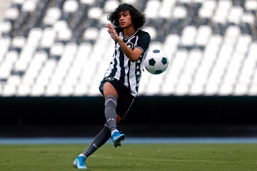 Matheus Nascimento tem multa na casa dos R$ 300 milhões — Foto: Vitor Silva/Botafogo