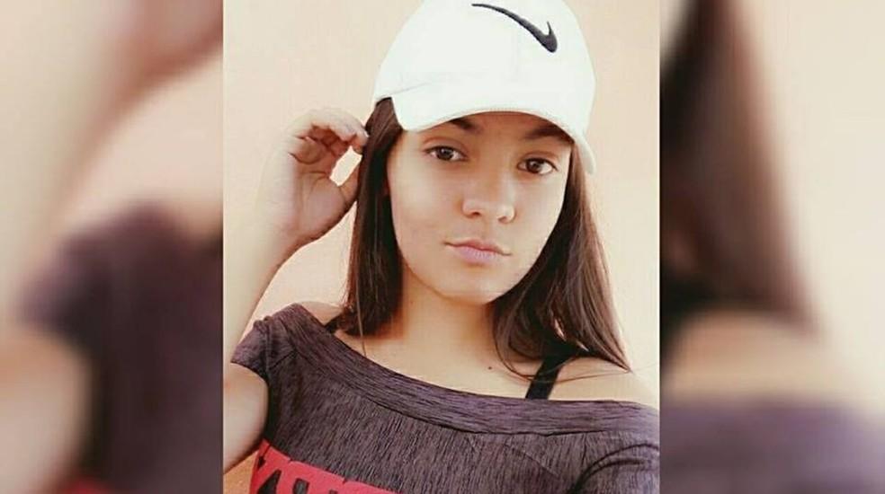 Estudante Raphaella Noviski, de 16 anos, foi morta a tiros no Colégio Estadual 13 de Maio, em Alexânia, Goiás (Foto: Reprodução/Facebook)