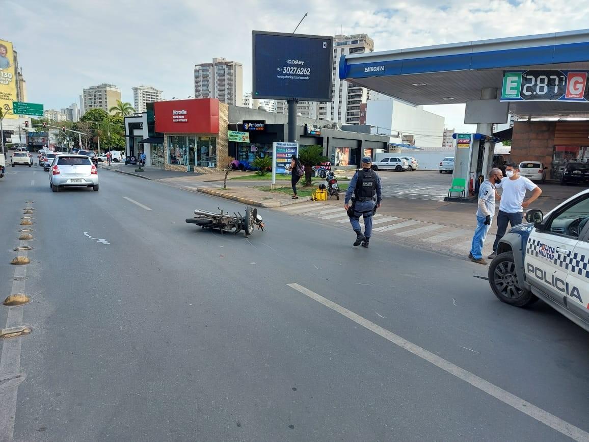 Motorista de caminhonete foge após atropelar motociclista e ameaçar testemunhas em Cuiabá