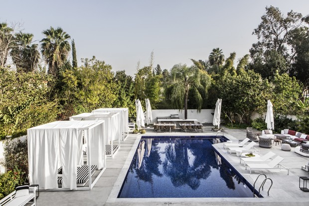 Décor em preto e branco garante luxo e sofisticação em casa de 700 m² (Foto: Itay Benit/Divulgação )