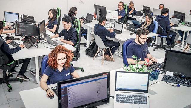 Silêncio e atenção no segundo andar da empresa, com o desenvolvimento e a implantação da plataforma Proesc.com (Foto: Erich Macias)
