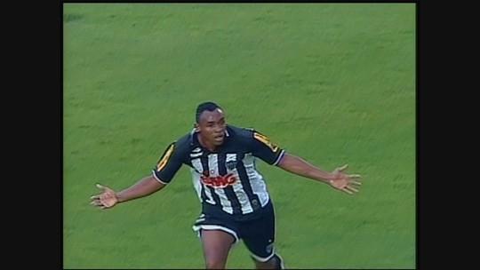 Você se lembra? Com três gols de Obina e um de Réver, Atlético-MG vence o Cruzeiro, em 2010
