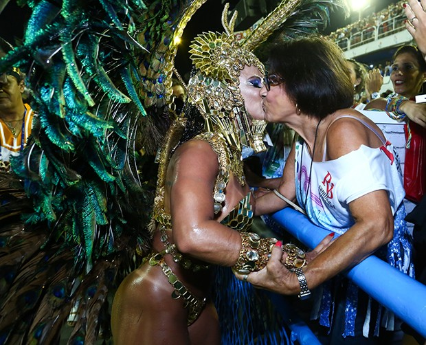 Viviane Araújo com a mãe (Foto: Roberto Filho/ Brazil News)