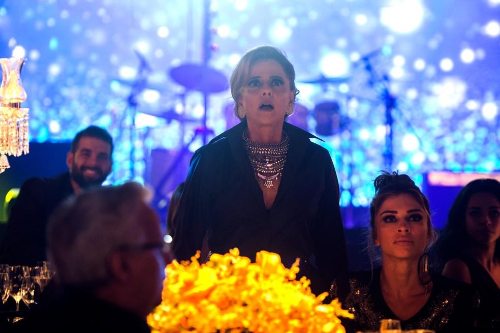 Sophia entra em choque ao dar de cara com Clara (Foto: Globo/Raquel Cunha)