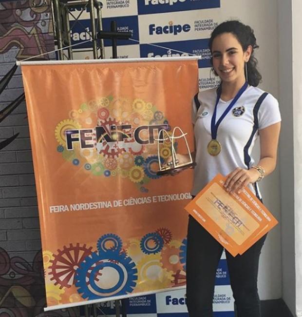 A Feira Nordestina de Ciência e Tecnologia deu oportunidade para que a estudante fosse credenciada em um evento nos Emirados Árabes, que acontecerá em setembro de 2019 (Foto: Instagram/ Reprodução)