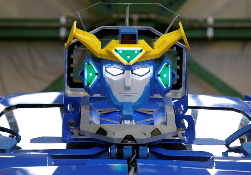 """Robô que vira carro lembra personagem do filme """"Transformers"""" (Foto: Toru Hanai/Reuters)"""
