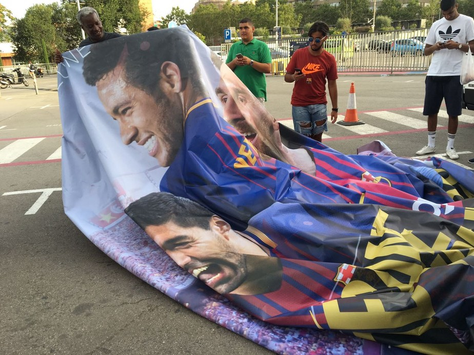 Barcelona substitui cartazes com fotos de Neymar no Camp Nou