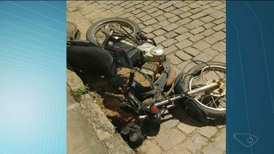Moto bate em caminhonete e homem de 42 anos morre em Muqui, ES