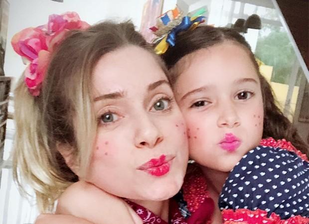 Letícia Spiller e a filha, Stella (Foto: Reprodução / Instagram)