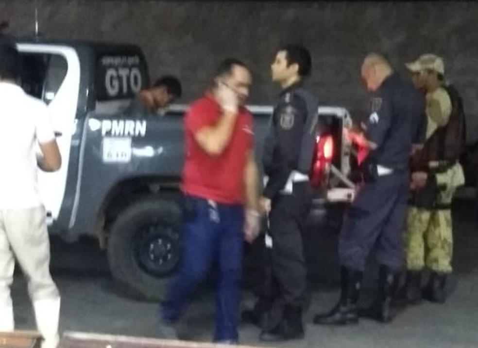 Homem é preso após trocar tiros com a polícia dentro de supermercado no interior do RN — Foto: Redes Sociais