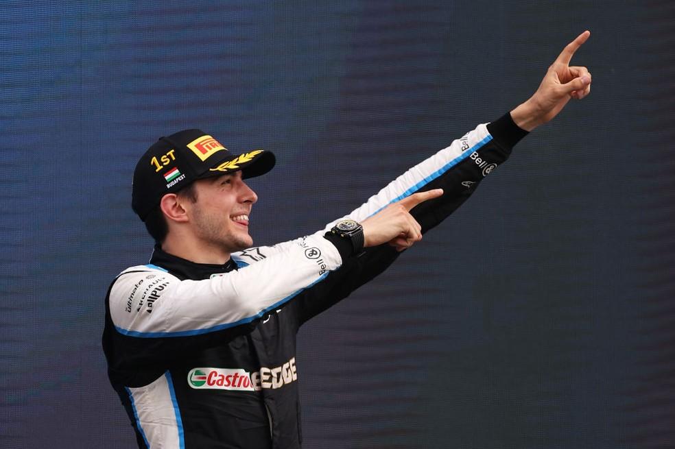 Esteban Ocon comemora primeira vitória na F1, no GP da Hungria — Foto: Lars Baron/Getty Images