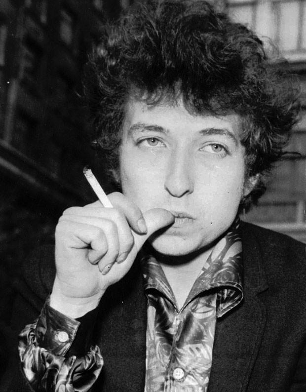 O músico americano Bob Dylan em foto de abril de 1965, em Londres (Foto: AP/Arquivo)