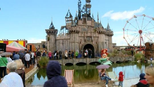 Parque de diversões mais triste do mundo é inaugurado na Inglaterra