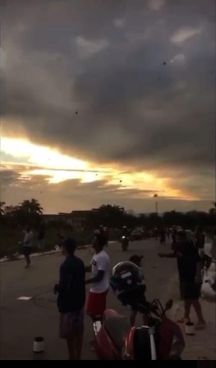 Festival de pipas reúne centenas de jovens no litoral de SP: 'Esqueça esse papo de coronavírus'