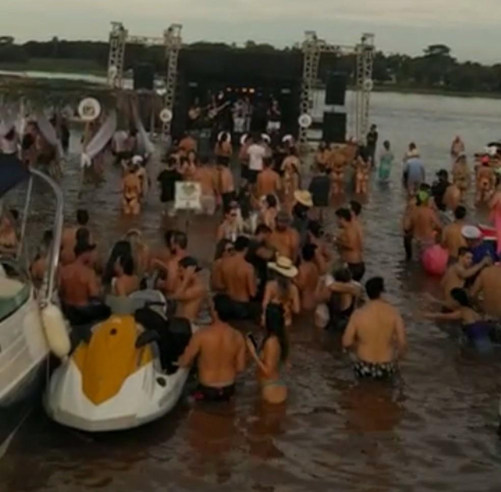 Evento contou até com um show realizado em cima de um palco montado dentro do rio Paraná — Foto: Arquivo pessoal