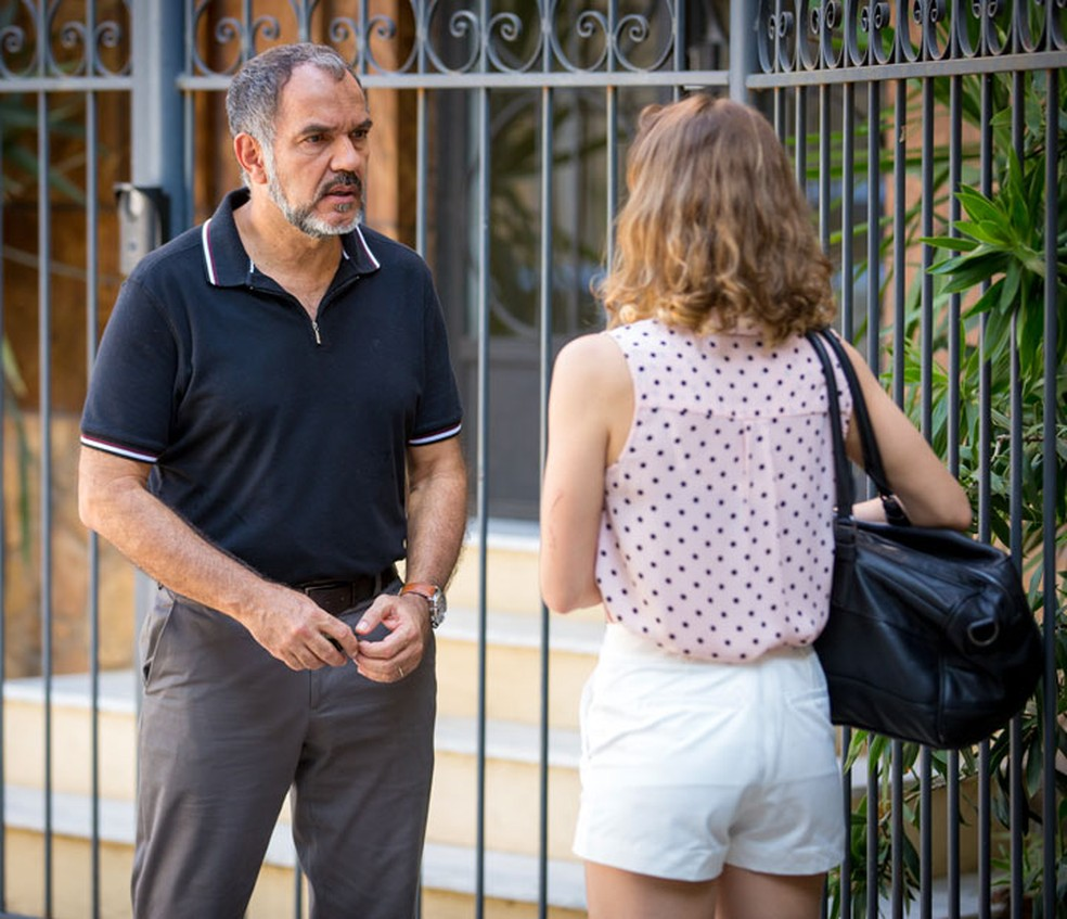 Germano (Humberto Martins) fica chocado ao ver a filha viva — Foto: Fabiano Battaglin/Gshow