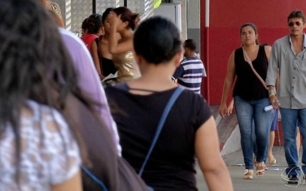 É facultativo ao comércio de Cuiabá e Várzea Grande abrir as portas no feriado. — Foto: Reprodução/TVCA