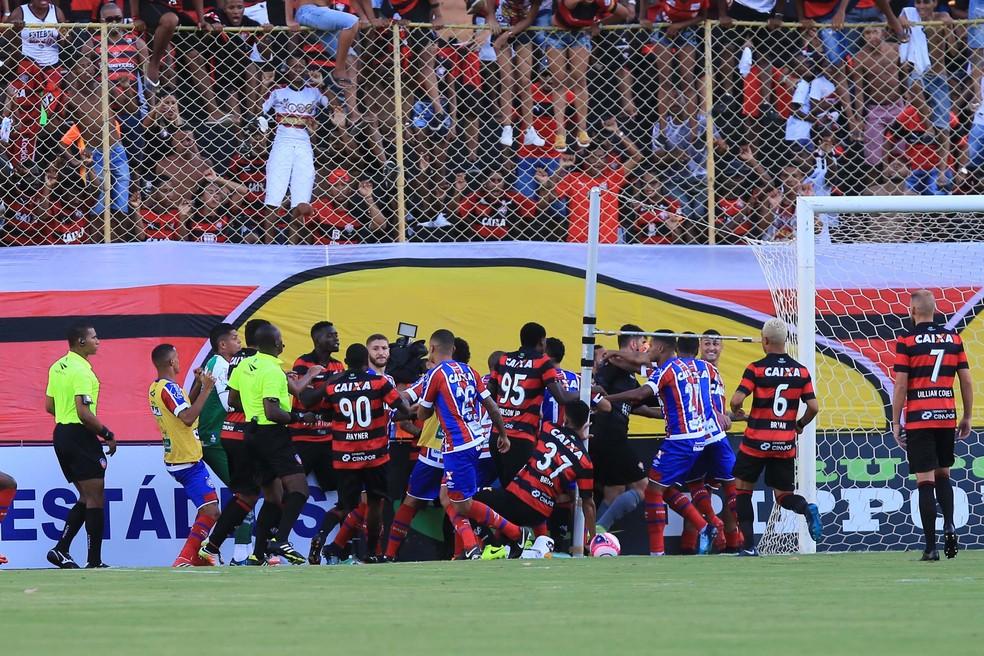 ... Jogadores de Bahia e Vitória brigaram durante o primeiro clássico do  ano — Foto  Margarida 7760597ae02e4