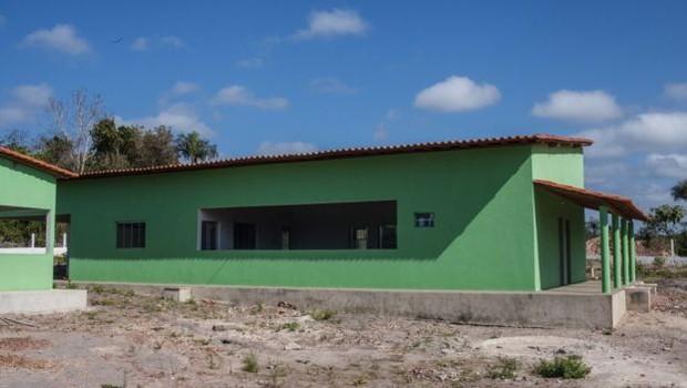 Fábrica de tiquira em Guaribas, construída pela prefeitura local e administrada por cooperados (Foto: Dubes Sonego Junior/via BBC News Brasil)