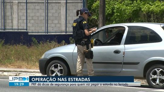 PRF faz operação para prevenir acidentes no Feriadão