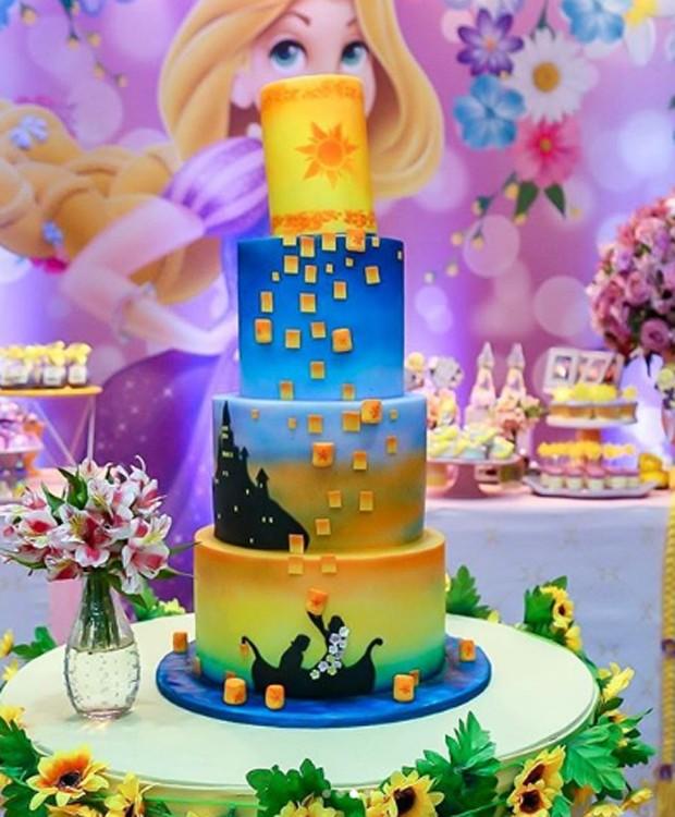 Detalhes da decoração da mesa do bolo de Aurora (Foto: Reprodução/Instagram)