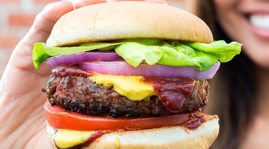 Esse hambúrguer da Beyond Meat é feito com ervilhas (Foto: Divulgação)
