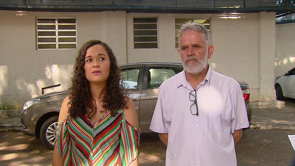 Juliana e o pai, Clóvis, foram diversas vezes à Farmácia do Estado, mas não conseguiram pegar a medicação de epilepsia — Foto: Reprodução/TV Globo