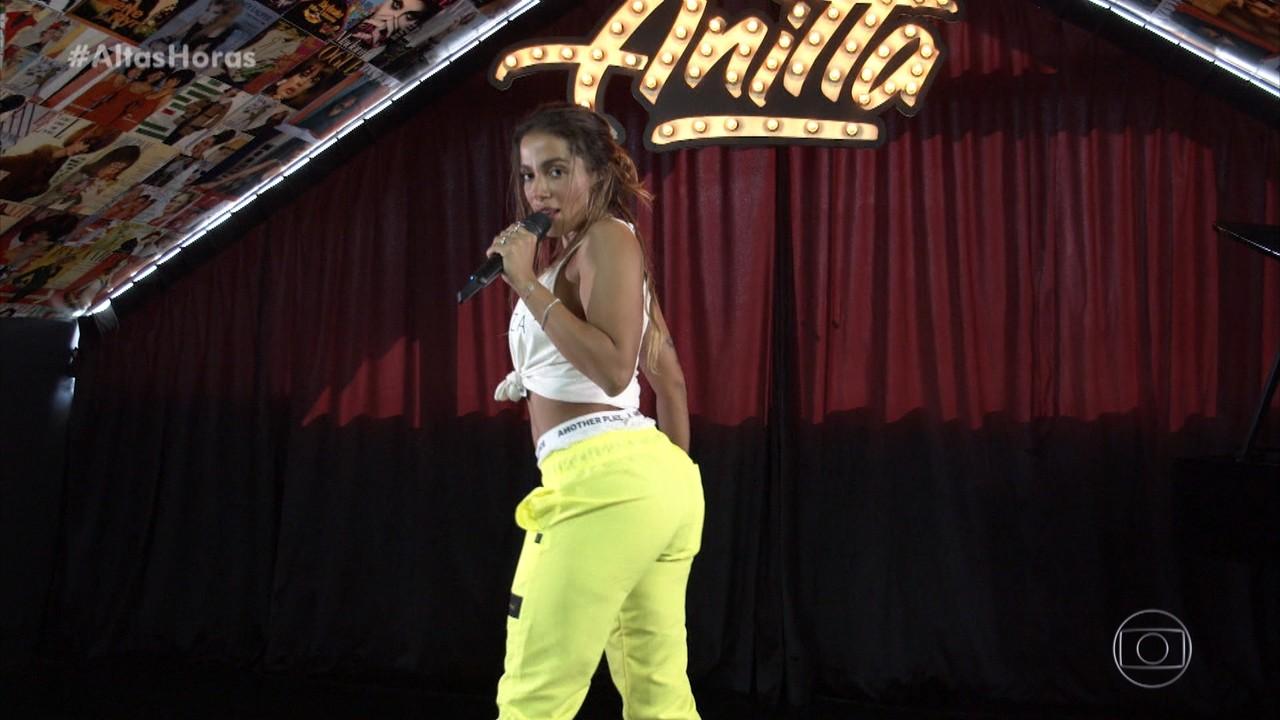 Anitta canta 'Tócame'