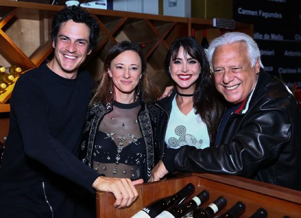 Mateus Solano, Paula Braun, Alexandra Martins e Antônio Fagundes (Foto: Roberto Filho/Brazil News)
