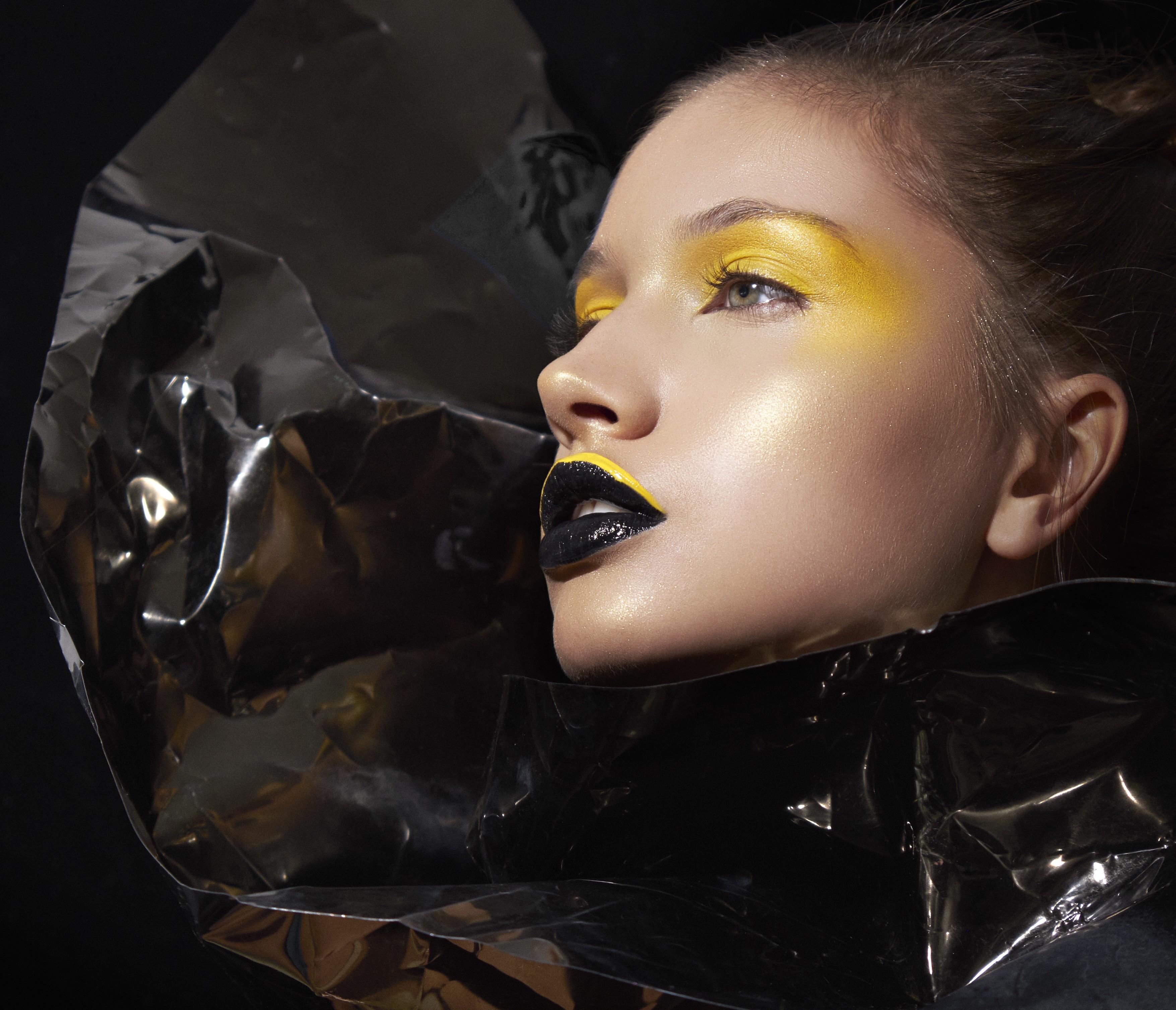 Amarelo esfumado nos olhos e preto nos lábios (Foto: Danilo Apoena)