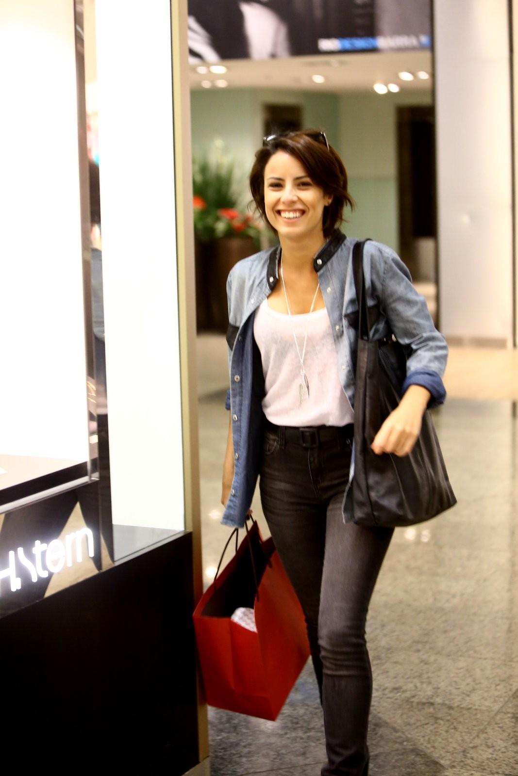 Andreia Horta A Cura andreia horta passeia em shopping no rio - quem   quem news