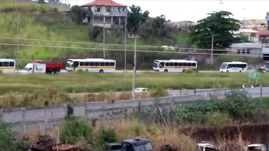 Ônibus fazem 'buzinaço' na Região dos Lagos em apoio à greve dos caminhoneiros